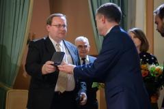 15. Michał Klubiński odbiera Medal Pamiątkowy