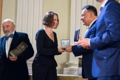 31. W imieniu Antoniego Fałata Medal pamiątkowy odebrała córka Joanna