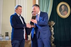 6. Wojciech Chmielewski odbiera statuetkę